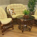 Удобная мягкая мебель на деревянном каркасе