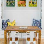 Деревянный стол для обедов в кругу семьи
