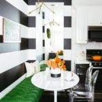 Дизайн кухни с полосатыми стенами