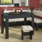 Деревянный стол черного цвета