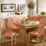 Оформление обеденного места в кухне столовой