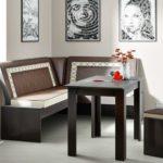 Дизайн кухни с темно-коричневой мебелью