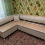 Угловой диван для современной кухни