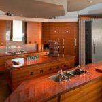 Столешница кухонного острова со встроенной мойкой