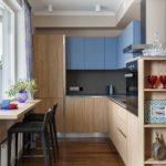 Кухня с обеденным столом вместо подоконника
