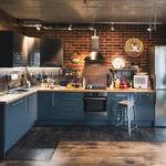 Угловая кухня в индустриальном стиле