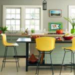 Барные стулья с желтыми спинками