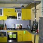 Компактная кухня в хрущевке панельного дома