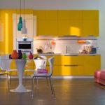Пластиковая мебель в дизайне кухни