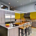 Дизайн кухни частного дома с островом