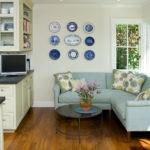 Голубой мягкий угловой диван для кухни