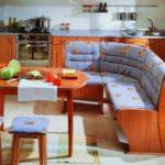 Голубой мягкий угловой диванчик