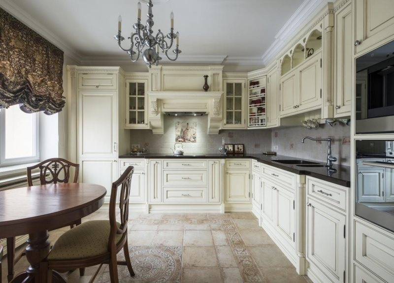 Керамический пол в интерьере кухни угловой планировки