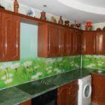 Кухонный фартук с зеленой фотопечатью