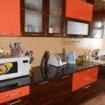 Кухонный гарнитур с глянцевой столешницей