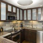 Матовые стекла в дверках кухонного гарнитура