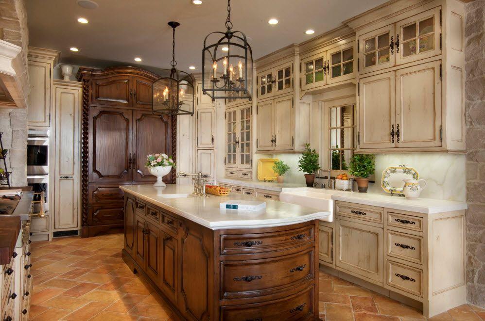 Кухня с коричневым островом в стиле прованс