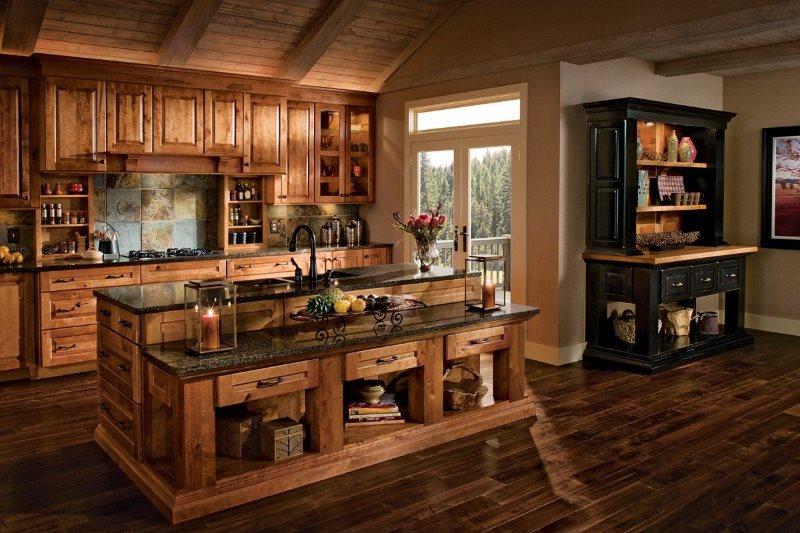 Деревянный кухонный остров в частном доме