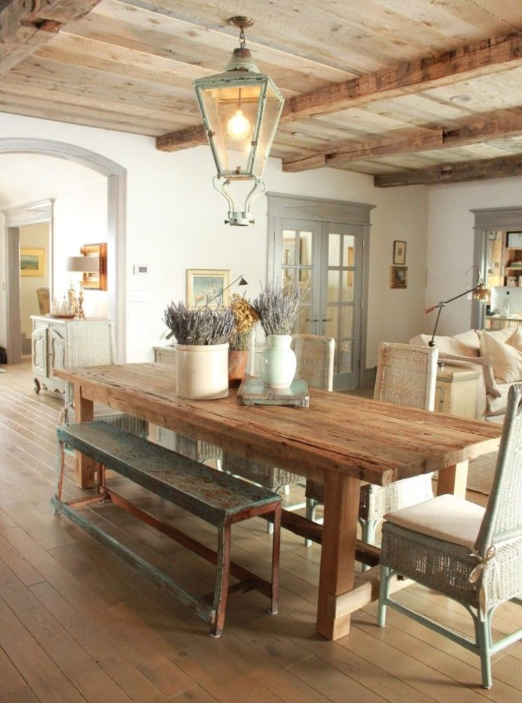 Деревянный полок кухни в коричневых тонах