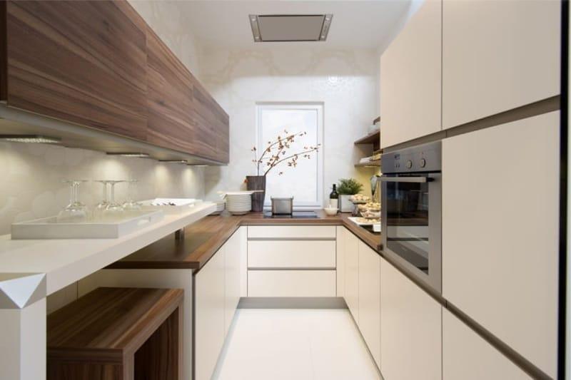 Дизайн узкой кухни в коричнево-ванильном цвете