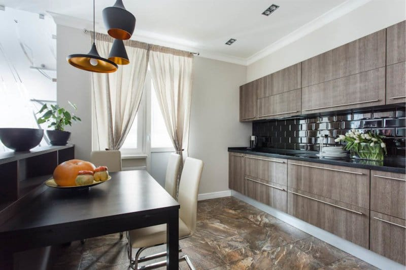 Керамический пол кухни в коричневых тонах