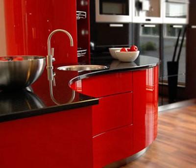 Красная кухня слишком яркая