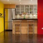 Красно-желты стены на кухне