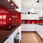 Красный фартук и белая кухня