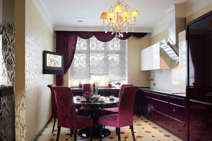Интерьер кухни в стиле арт деко с гарнитуром цвета баклажан