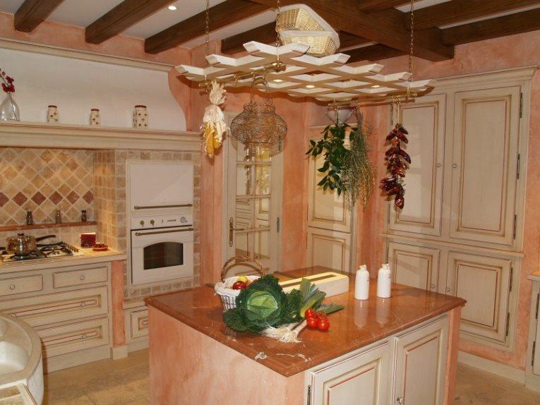 Оформление кухонного острова на кухне в стиле прованса