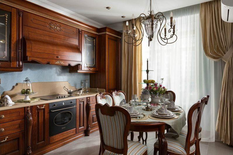 Линейная кухня с классическим гарнитуром в коричневых тонах