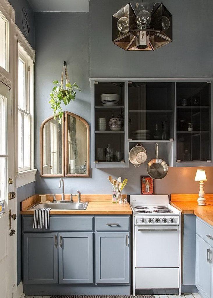 Деревянная столешница кухонного гарнитура в сером цвете