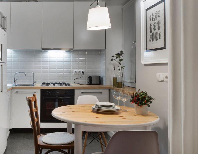 Угловая кухня небольшой площади в современном стиле
