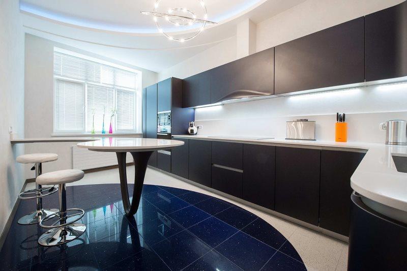 Матовый гарнитур черного цвета в кухне с керамическим полом