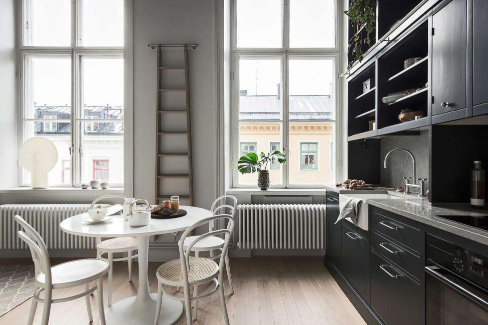 Скандинавская кухня с черной мебелью