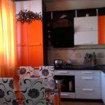Фото кухни с акцентами оранжевого цвета