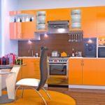 Дизайн оранжевой кухни в современном стиле