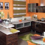 Апельсины на кухонном столике круглой формы