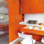 Выдвижная столешница в компактной кухне