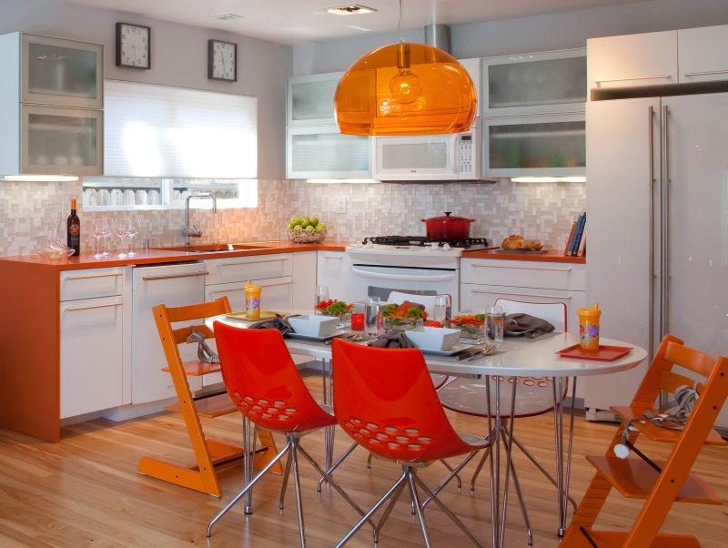 Кухонные стулья со спинками оранжевого цвета
