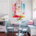Оригианльный угловой диван на кухне