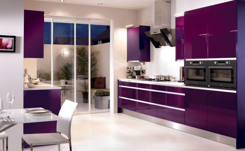 Освещение кухни цвета баклажан