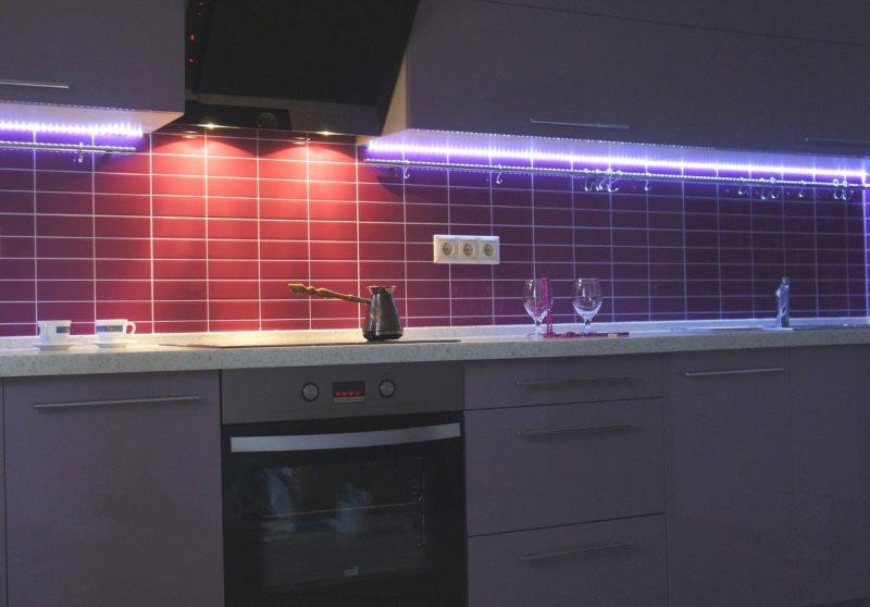 Красивая подсветка рабочей зоны с помощью светодиодной ленты