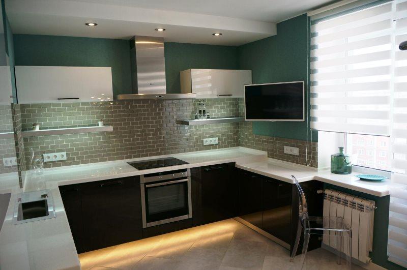 Дизайн современной кухни с подсветкой нижних тумб кухонного гарнитура