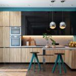 Прямолинейное расположение гарнитура на кухне объединенной с гостиной