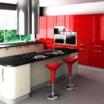 Сбалансированный интерьер красной кухни