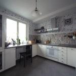 Серый пол на кухне без подвесных шкафов