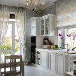 Кухня прованс с двумя окнами