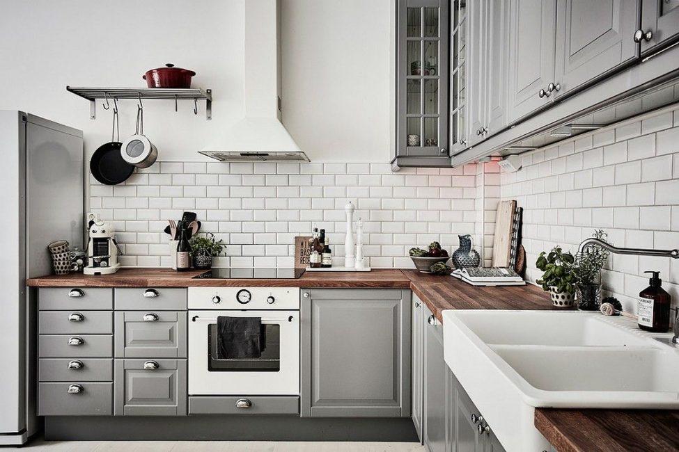 Угловая скандинавская кухня в сером цвете