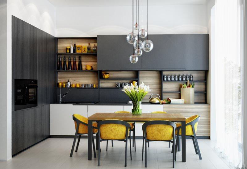 Желто-серые стулья за кухонным столом